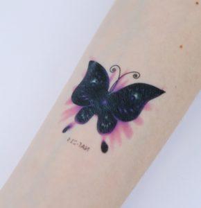 تاتو موقت با اسپری طرح پروانه رنگی
