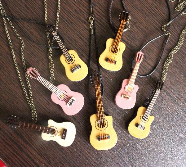 گیتار های مینیاتوری دست ساز