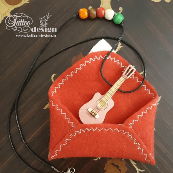 گیتار دست ساز صورتی کوچک