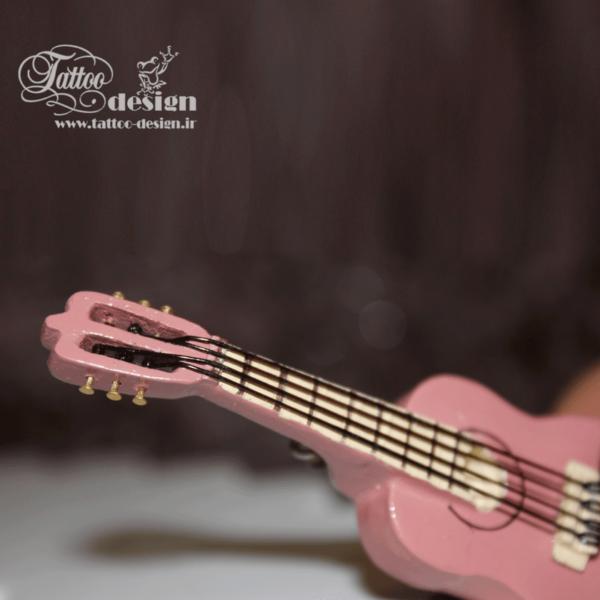 گیتار دست ساز کوچک